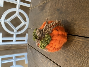 Orange Small Knit Braided w/ Leaves Chunky Yarn Pumpkin