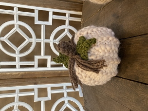 White Fat Knit Braided w/ Leaves Chunky Yarn Pumpkin